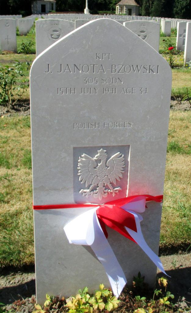 Cmentarz w Becklingen. Kapitan Jerzy Janota Bzowski. Fot. G.Dąbrowski